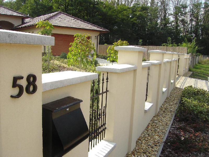 Tégla falazott kerítések erkélyek
